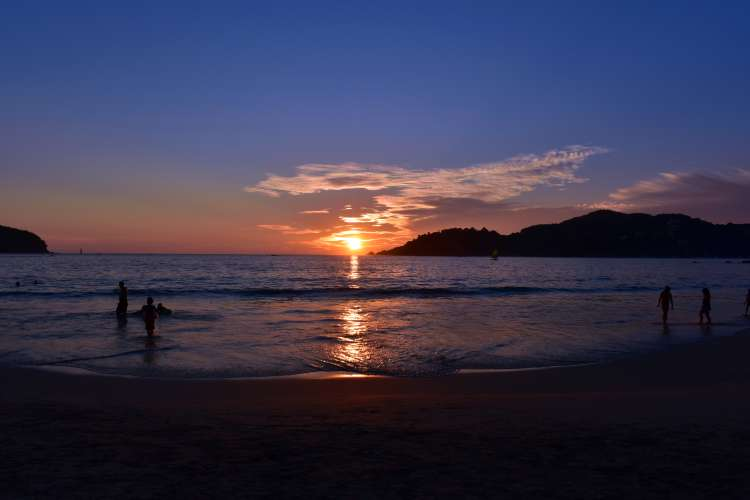 (3 in 1) Ixtapa Bay Crusing, Snorkel & Sunset | Pacific Tours Ixtapa. We depart from Zihuatanejo pier and get onboard on a boat that will cruise us all along Zihuatanejo Bay, passing by La Ropa and Las Gatas Beach, also by Palmar Beach in Ixtapa Zihuatanejo Mexico. Activities in Ixtapa Zihuatanejo