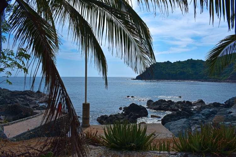 Snorkeling Tour in Ixtapa Zihuatanejo Mexico   Pacific Tours Ixtapa. Snorkeling at Ixtapa Zihuatanejo Island d just 10 Minutes away From Ixtapa Hotel Zone, Enjoy Swimming and snorkeling in the crystaline water of this beautiful island, Coral beach for snorkeling and cuachalalate beach to swim and do water sports