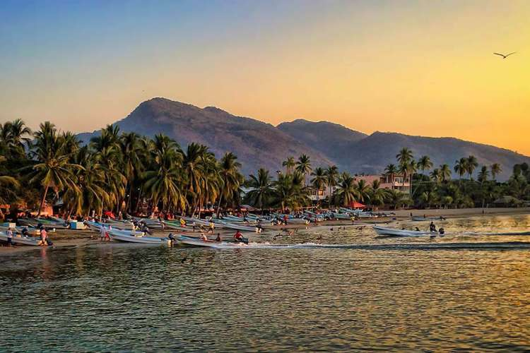 Zihuatanejo Charming | Zihuatanejo Tour by foot | Pacific Tours Ixtapa. Get to know Zihuatanejo better by taking this walking tour that will get you to places you didnt know and learn more about the history of this fishing village and its cutoms and traditions of it. Activities in Ixtapa Zihuatanejo